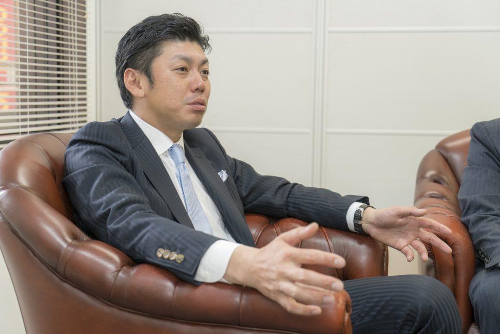 株式会社ビジョンメガネ 安東晃一社長 インタビュー画像1-3